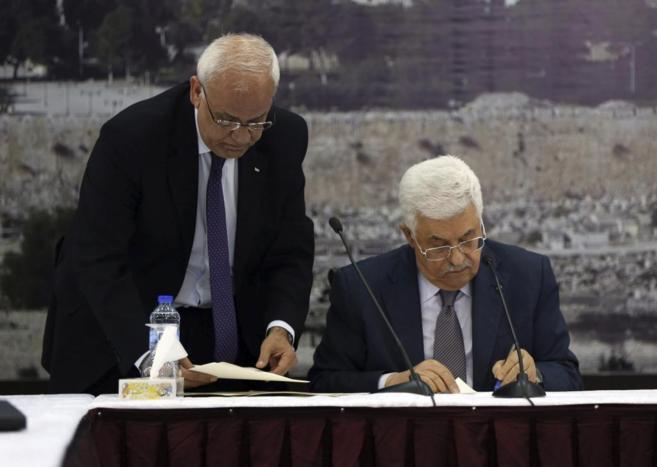 Abu Mazen, esta tarde durante la firma de adhesión al Estatuto de Roma y la Corte Penal Internacional.